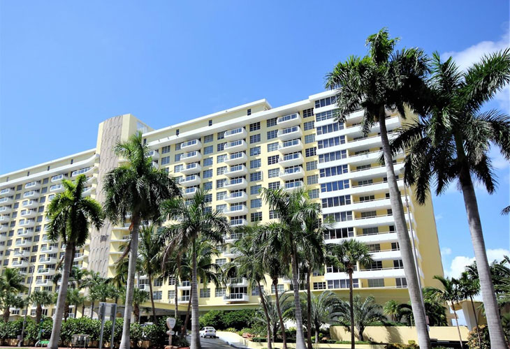 5600 Collins Ave   Picture 1