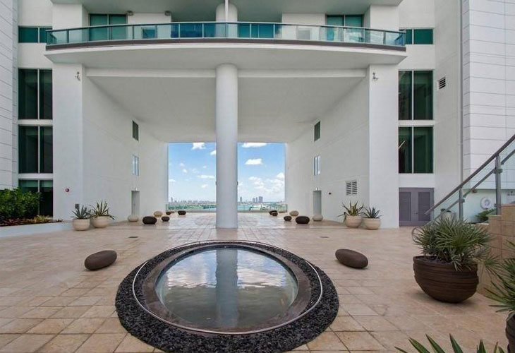 900 Biscayne | Picture 3
