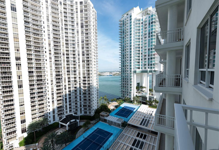 Courts Brickell Key   Picture 2